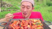 韩国农村一顿饭:大叔做爆炒牛肉块!酥脆的口感!是向往的生活