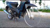 玻璃制作的轮胎能开上路吗?小伙作死一试,不料意外发生了!