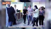 """""""荷兰弟""""汤姆·赫兰德深夜现身北京机场,为粉丝送福利忙不停"""