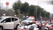 司机拒绝下车检查!看日本警察怎么执法