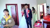 广东梅州新娘出嫁,新郎正在求婚,一首音乐响了