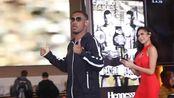 拳王雅各布斯抵达赌城拉斯维加斯,现在人气不输阿瓦雷兹
