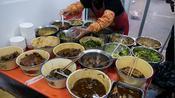 20盆小锅菜开店,牛气大姨起名面食大王,三菜一肉13块,生意真忙