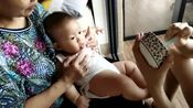 六个月宝宝第一次试吃辅食,小半碗米糊一下子吃得干干净净的