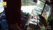 男子持A2驾驶证,替朋友顶班开公交