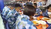 央视播出解放军海军辽宁舰官兵就餐画面,辽宁舰上伙食标准就是高