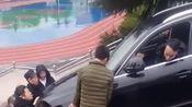 兄弟你的驾驶证是捡的吗,咋开的车?这技术我也是醉了