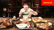 大胃王萌妹狂吃二个大猪肘 一盘大香肠和一份米饭 吃个精光