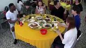 韩国明星到中餐厅吃饭,付款时懵了:花生和茶水都要收钱的!