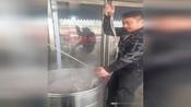 朋友们我家里有事暂停营业一星期。这几天来郭庄羊肉馆喝羊汤的朋友对不住了!过来考察学习的兄弟这几天暂时不要过来。