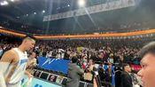 林书豪24+8+6主场首秀北京首钢2连胜,豪哥赛后将球鞋扔向观众席