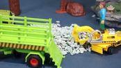 工人开挖掘机在工地挖沙,鳄鱼袭击工地被超级飞侠打败