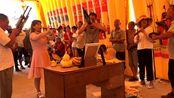 河南许昌市农村祭灵演出,美女大姐精彩的唢呐吹奏,吸引了很多人