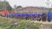 福建漳州市农村民俗活动,现场几十个奶奶拿着扫把开道,有见过吗