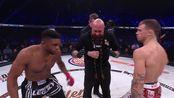 保罗·戴利VS布伦南·沃德,地面纠缠后起身后,跳起来用膝击打对方脸上,KO对手
