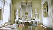【Traveller】【The economist】【熟肉 英文字幕】living in the most expensive hotels in Paris