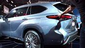 这款丰田车,车长4.89米,空间大面子足,丈母娘很满意