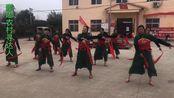 漯河市舞阳县辛安镇,农村美丽大姐姐和阿姨们,自编广场舞很喜庆