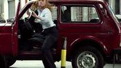 谍影特工:特工截停女子的车,女子下车逃跑,男主及时赶来营救女子
