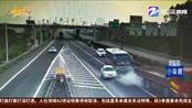 【浙江】主线变道又惹祸 三车事故35名乘客被困(小强热线 2019年10月22日)