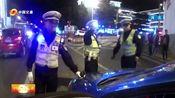 出租车司机遇交警神色慌张,经查果真有违法,驾驶证被吊销!