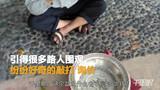 """【广东】男子广场卖""""聚宝盆"""" 追问之下宝盆身世浮出水面-茂名热点-茂名排哥"""