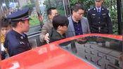 王宝强出庭离婚案件略显消瘦 哥哥王建永陪同