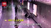 女子连续加班1个月在地铁崩溃大哭 成年人的崩溃是从什么开始的?