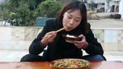 农村萝卜干炒回锅肉,秋妹没管住嘴吃了一盆,长肉都不奇怪了!