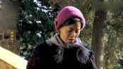 儿媳怀着孕还要去上班,农村婆婆心疼,骑着三轮车送她去