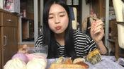 吃播:长发姐姐吃丰盛早餐,糯糯的甜甜的,搭配豆浆更营养