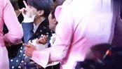 [BTS田征国]颁奖礼田征国高清饭拍,看到精彩舞台的反应太可爱!