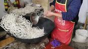 河北省邢台农村家家户户过年都会炸粉条来储备