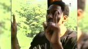 胯下换手+经典背扣! 2001年科比在长城表演灌篮