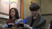 咸素媛偶遇老朋友,二人聊起拍摄《色即是空》时的事,那年她才28