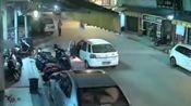 广东汕尾 轿车启动自燃 所幸无人员伤亡