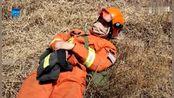 最美睡姿 消防员在山西沁源救灾现场席地而睡 3月31日12时