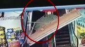 天花板砸中顾客 商场购物被三米长天花板砸中 消费者被确诊为轻微脑震荡