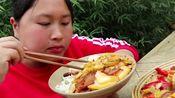 农村胖妹吃播,回锅肉下饭,吃了许多还说有遗憾