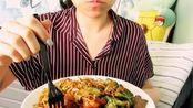 【咀嚼音】earbuds妹子吃中式快餐!