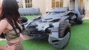 女土豪提2000万的蝙蝠侠跑车,打开驾驶舱盖那刻感觉钱花到位了!