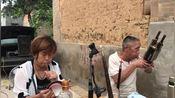 河南许昌市,农村女高手唢呐吹奏曲剧《卷席筒》,挺多年的功夫了