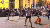 佩服这胖妞的勇气!当160斤的乌克兰女孩跳起舞,观众都为她鼓掌