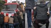 四川宜宾一小车与货车相撞致3死4伤,现场惨烈