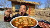 食叔爱吃鸡腰子,一口气买了3斤多,做个爆炒鸡腰,还不忘喝口酒