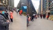 山东济南长清区发生4.1级地震 居民下楼躲避不忘戴口罩