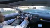 本田被宝马挑衅,车主微微一笑,这可是方向盘上带红标啊