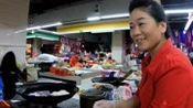 猴游大叔:吃的什么?在广西凤山县农贸市场,还真碰到豆腐西施!