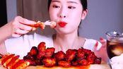 国外美女吃播:辣味蜂蜜鸡翅+泡菜,能脑补一下什么味道吗?