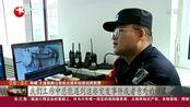 辽宁大连:旅客在车站发病 众人帮忙救助